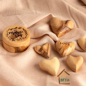 Olive Wood round gift box with personal engraving